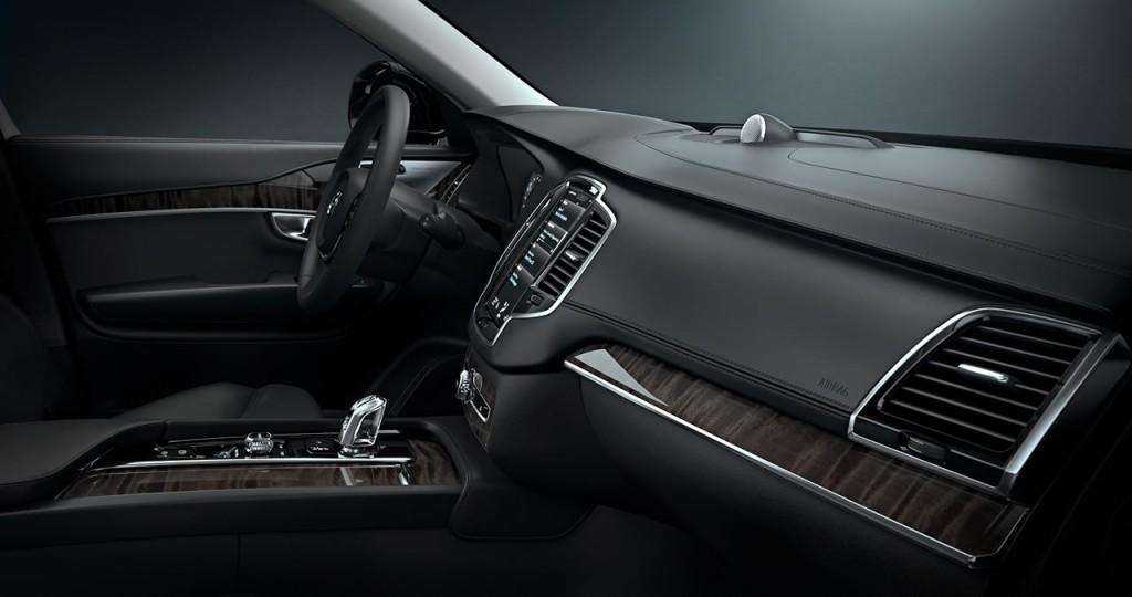 2015-volvo-xc70-interior-001