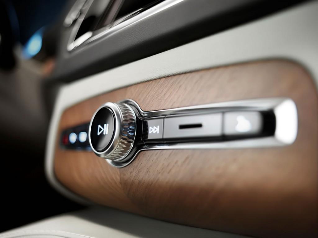 2015-volvo-xc70-interior-002