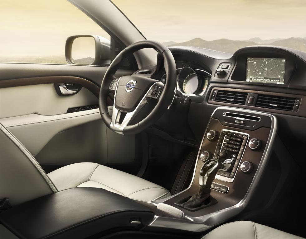 volvo-xc70-interior